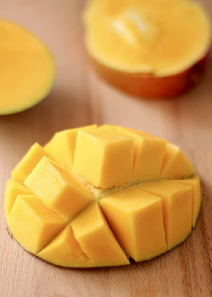 How to cut a mango for beginners