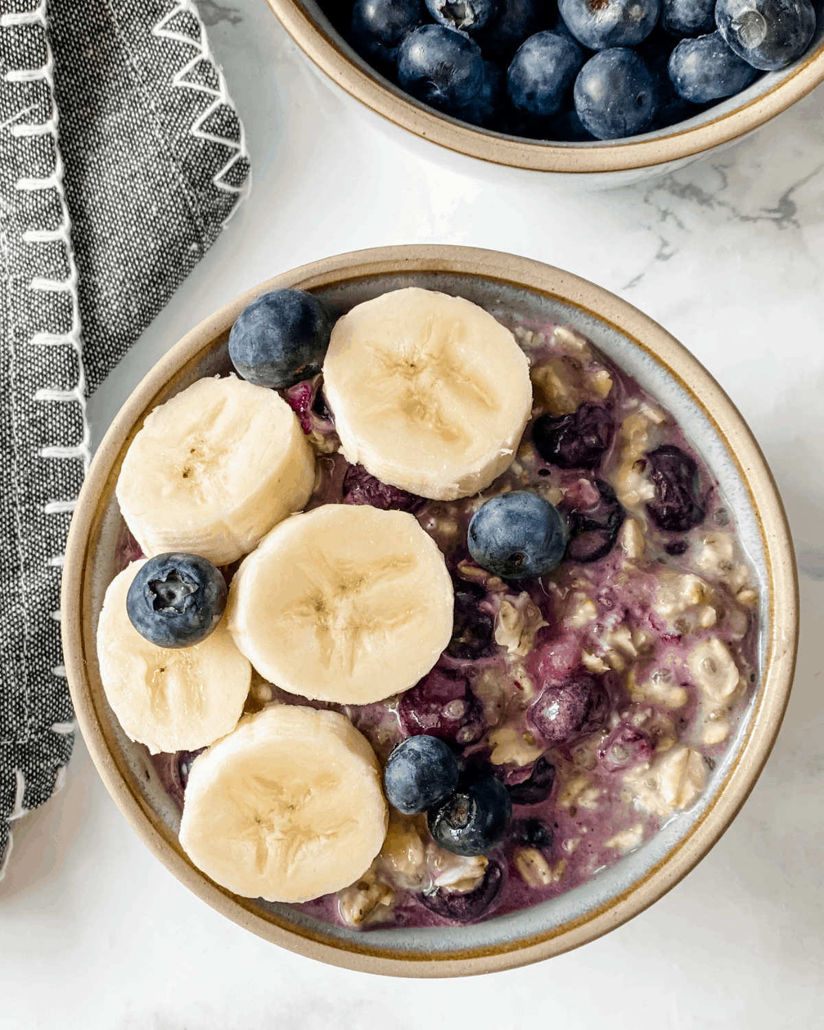 overnight oats recipe with blueberry and bananas