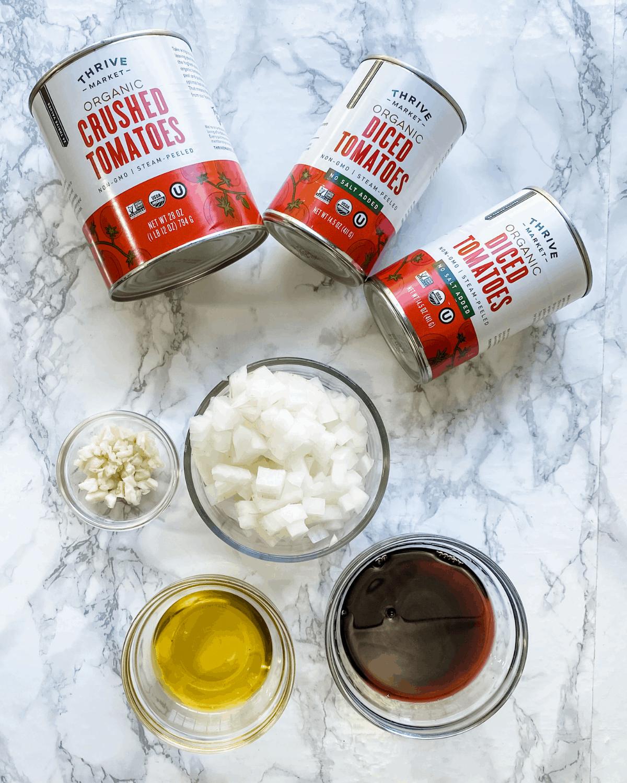ingredientes para hacer una salsa marinara casera.